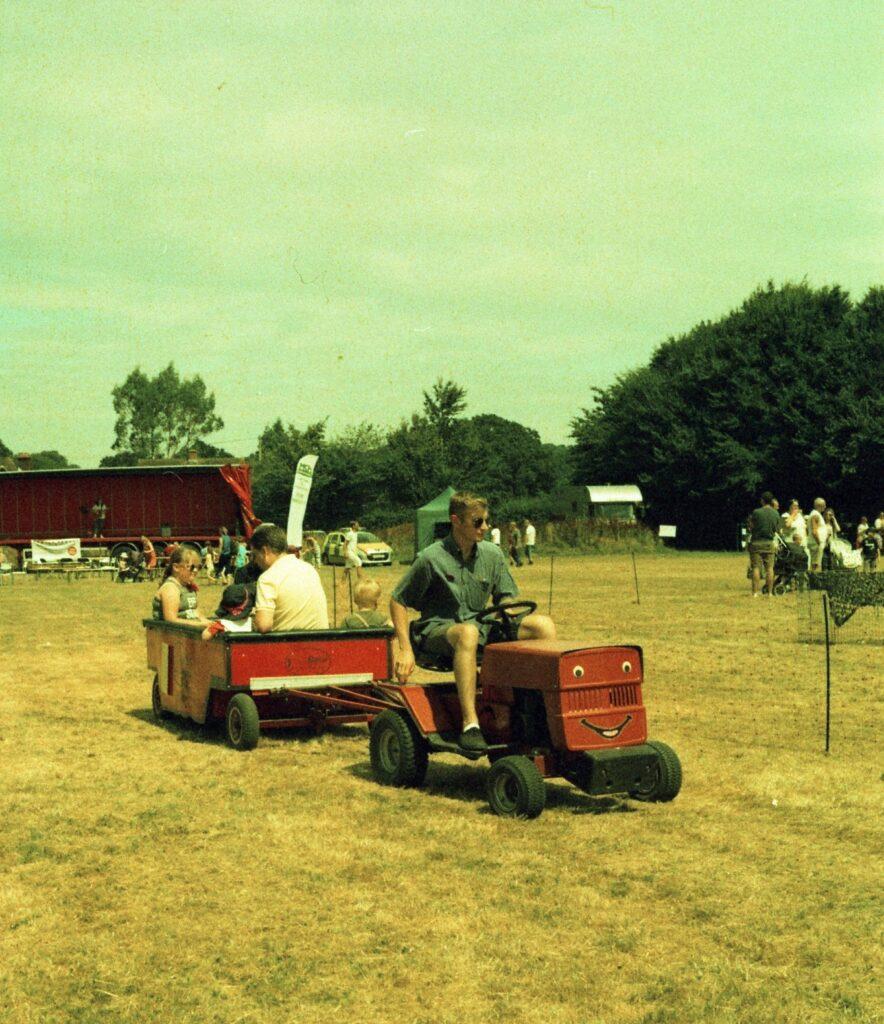 yashica 44 TLR 127 format rollei crossbird cross processing slide film summer fete fair fayre people children