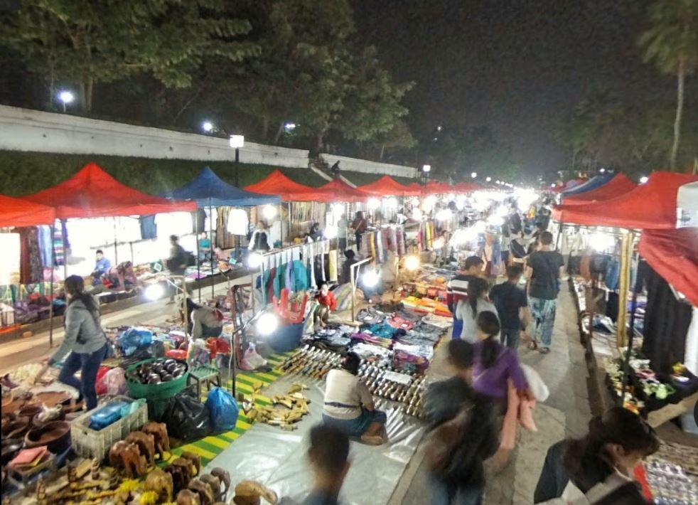 Luang Prabang Gece Pazarı (Sılent Market)