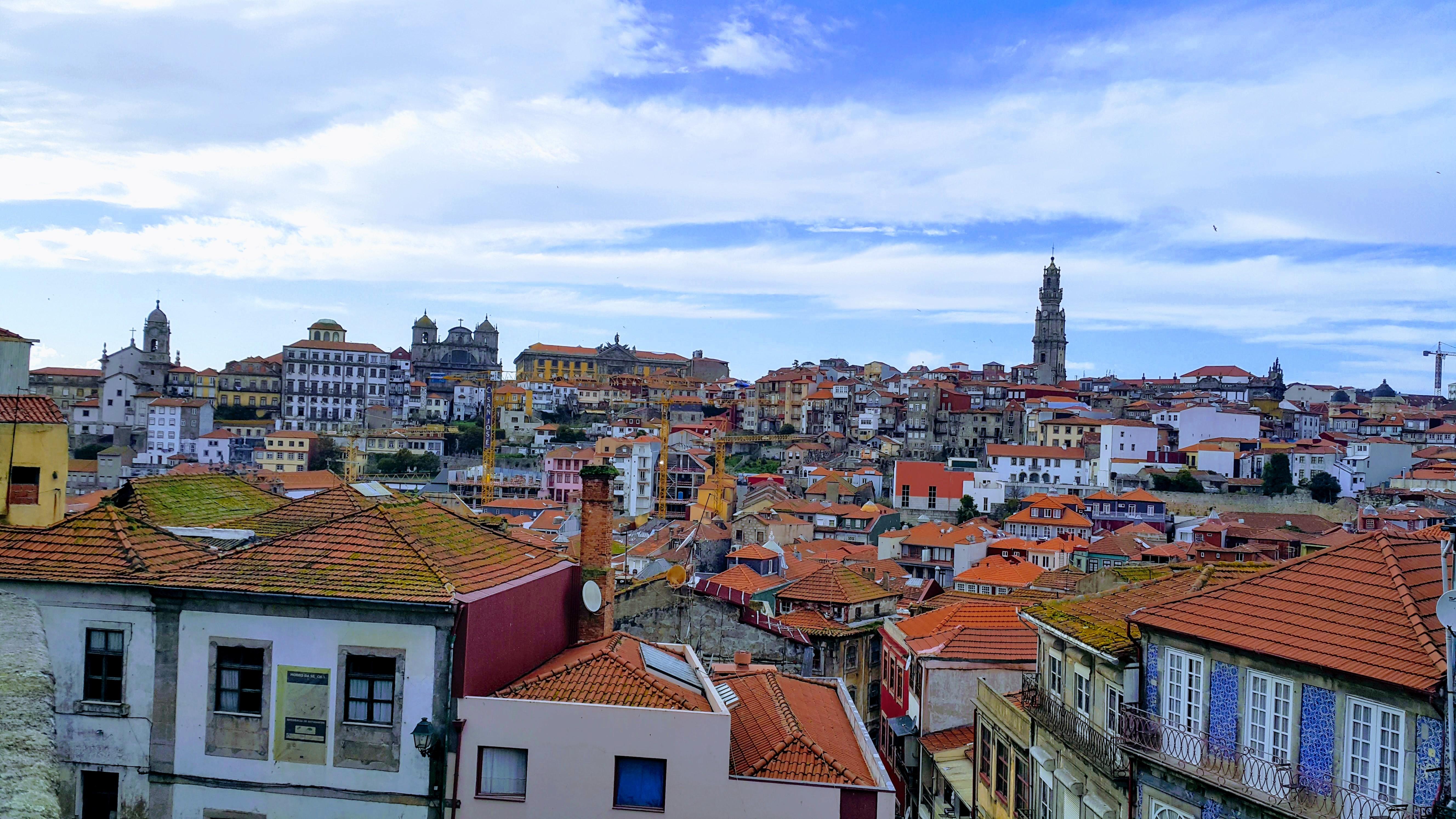 Porto Kadetrali'nden Torre dos Clerigos'un Görünümü