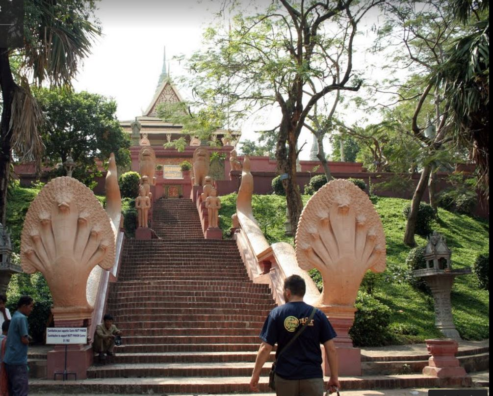 Phnom Penh, Wat Phnom Tapınağı