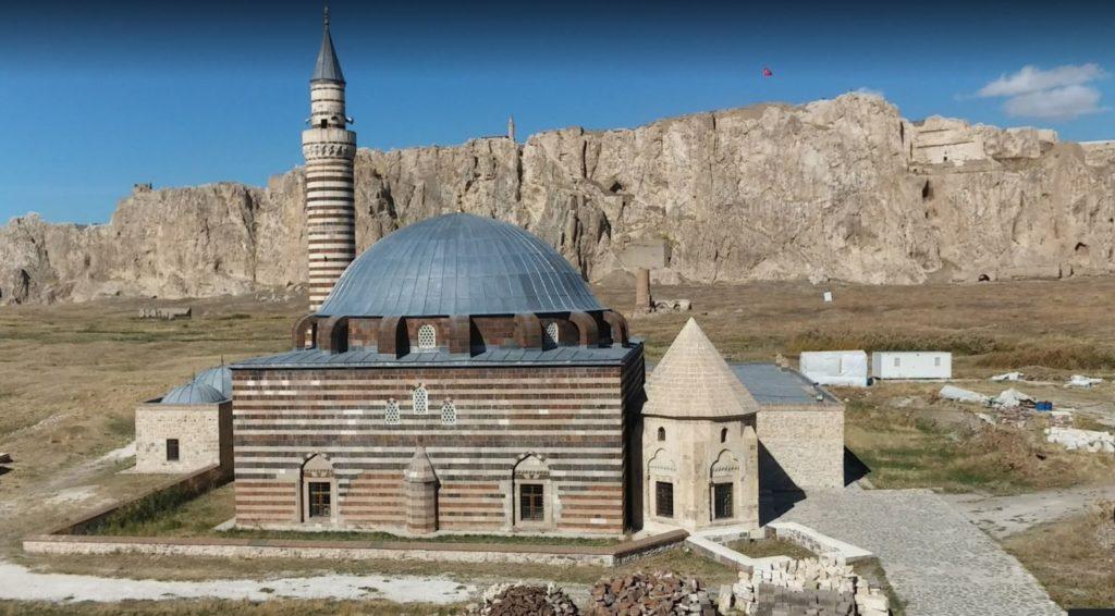 Van'da gezilecek yerler; Hüsrev Paşa Cami