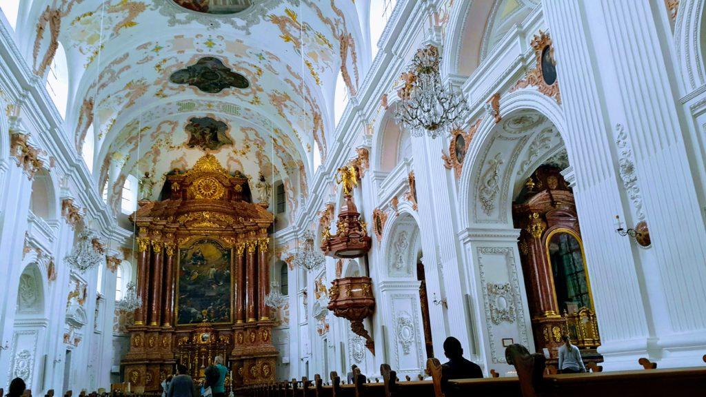 Luzern'de Gezilecek Yerler, Jesuitenkirch (Cizvit Kilisesi)