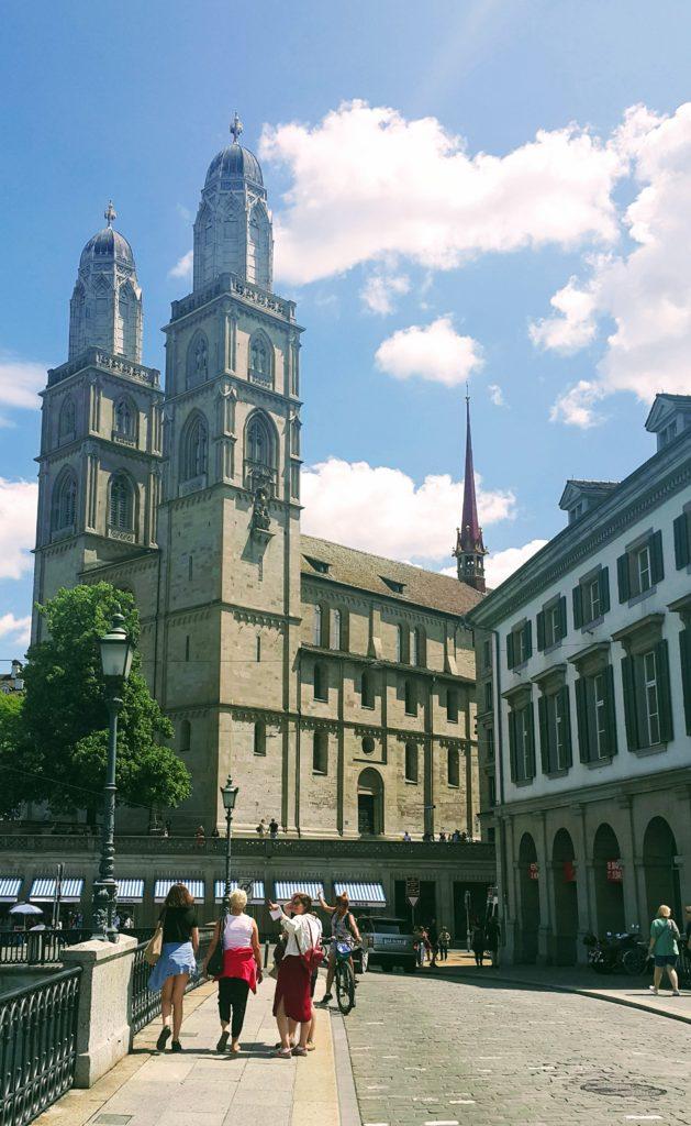 Zürih 'te Gezilecek Yerler; Grossmünster (Protestan Kilisesi)