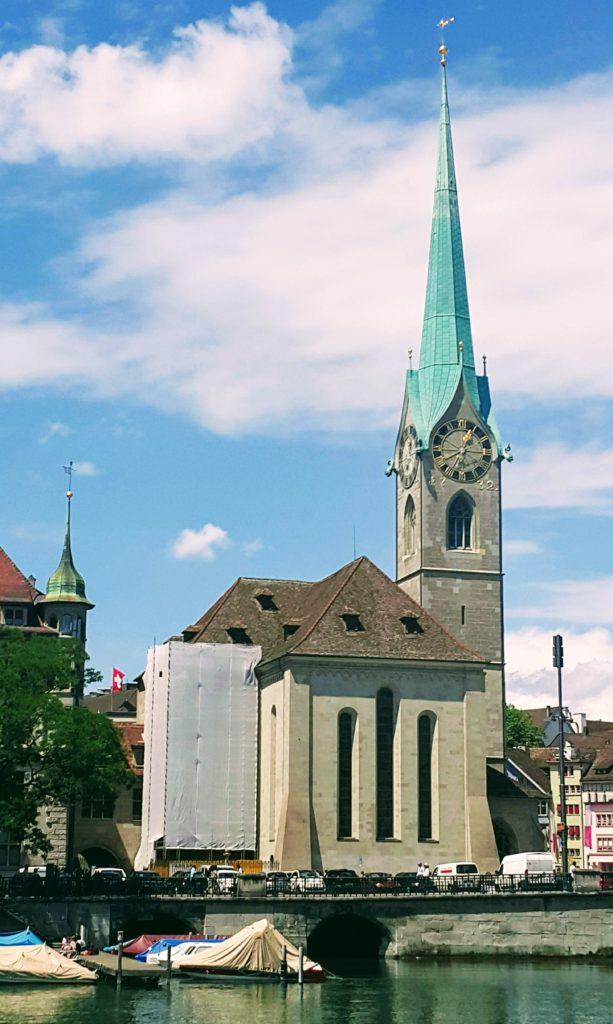 Zürih 'te Gezilecek Yerler; Kirche Fraumünster