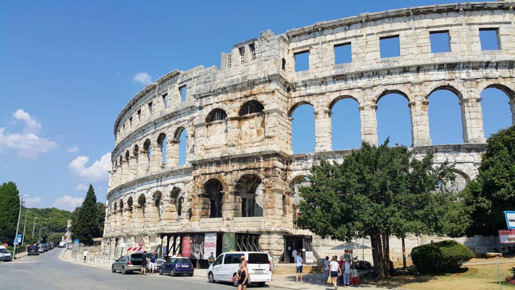 Old Town Pula 'da Yer Alan; Arena ve Forum