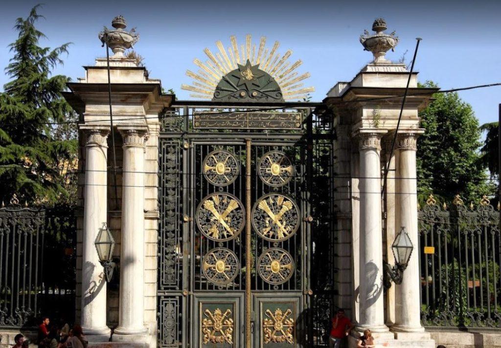 Galatasaray Lisesi İstiklal Caddesi Kapısı