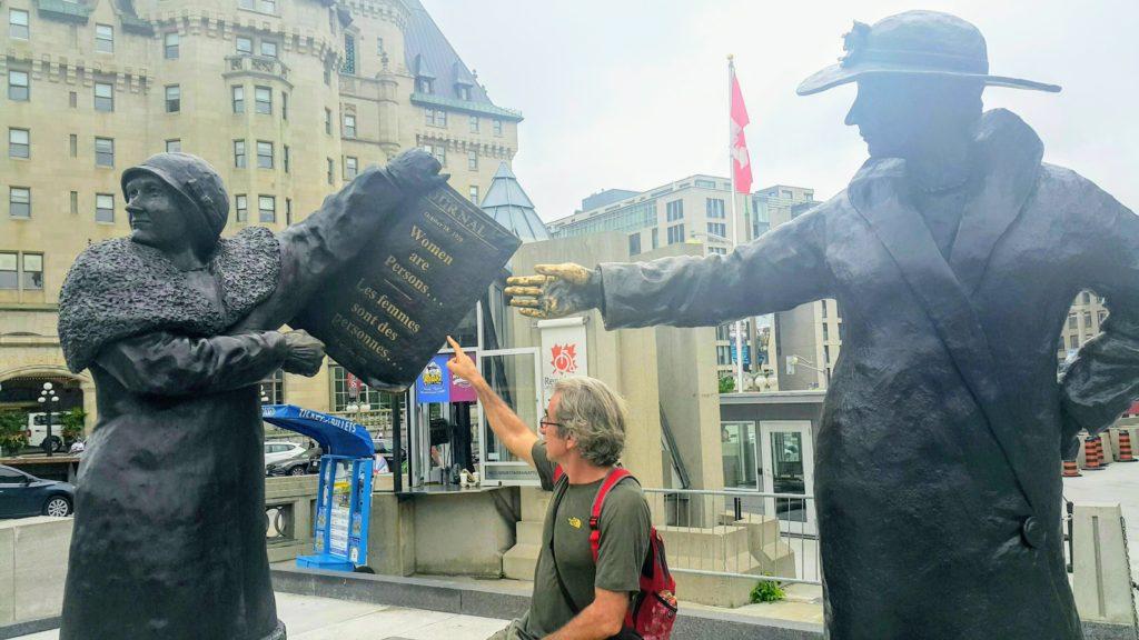 Confederation Square'de Anlamlı Bir Mesaj