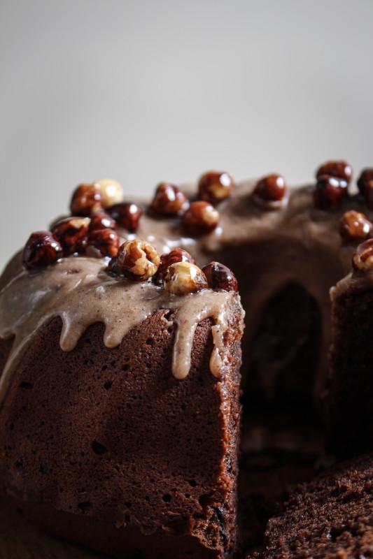 chocolate pumpkin cake with hazelnut praline frosting-1-3