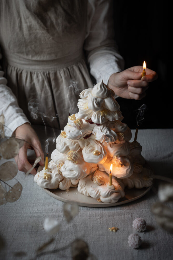 christmas tree meringue with candles
