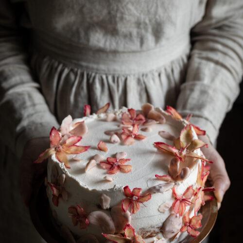 Rhubarb flower cake