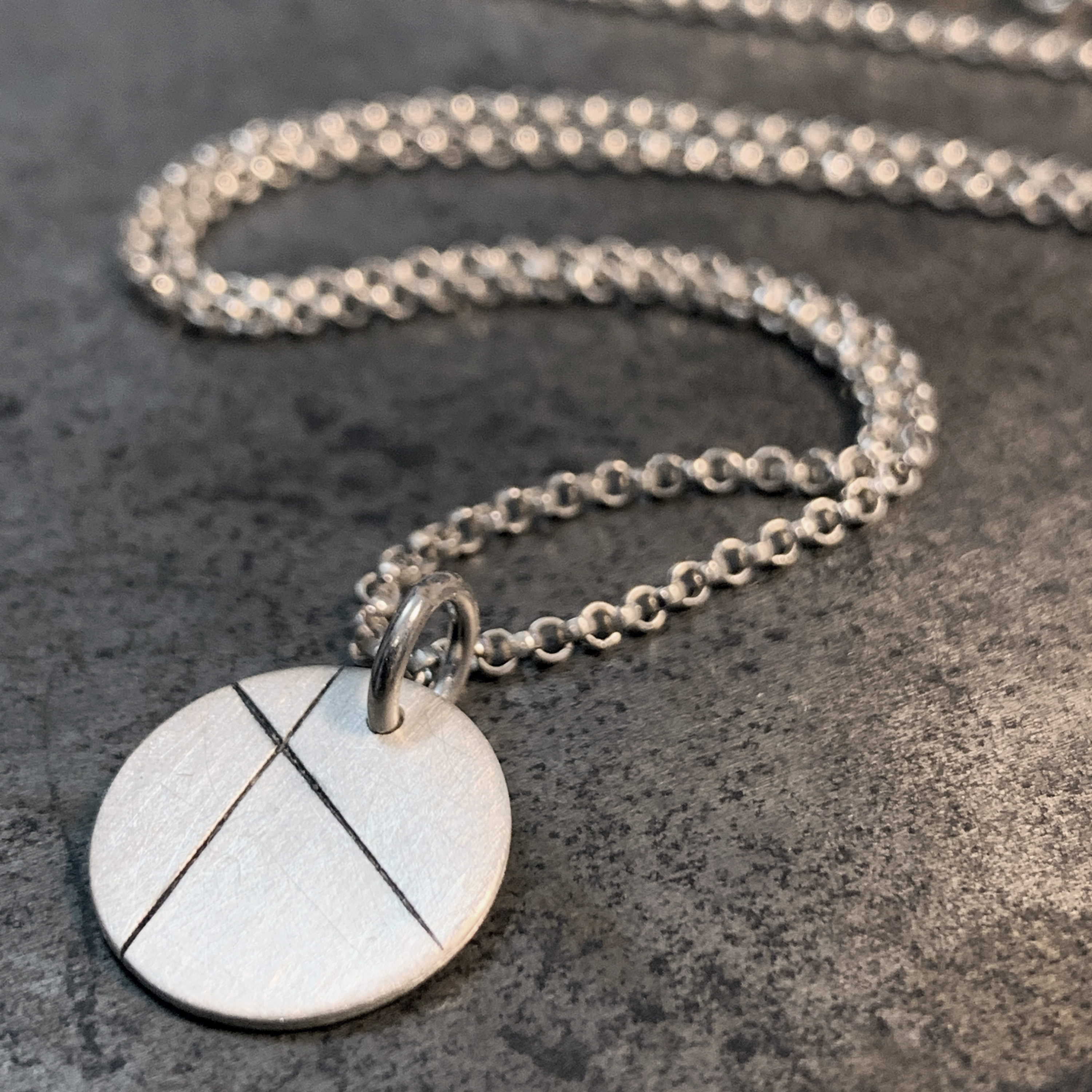 Lines small silver necklace