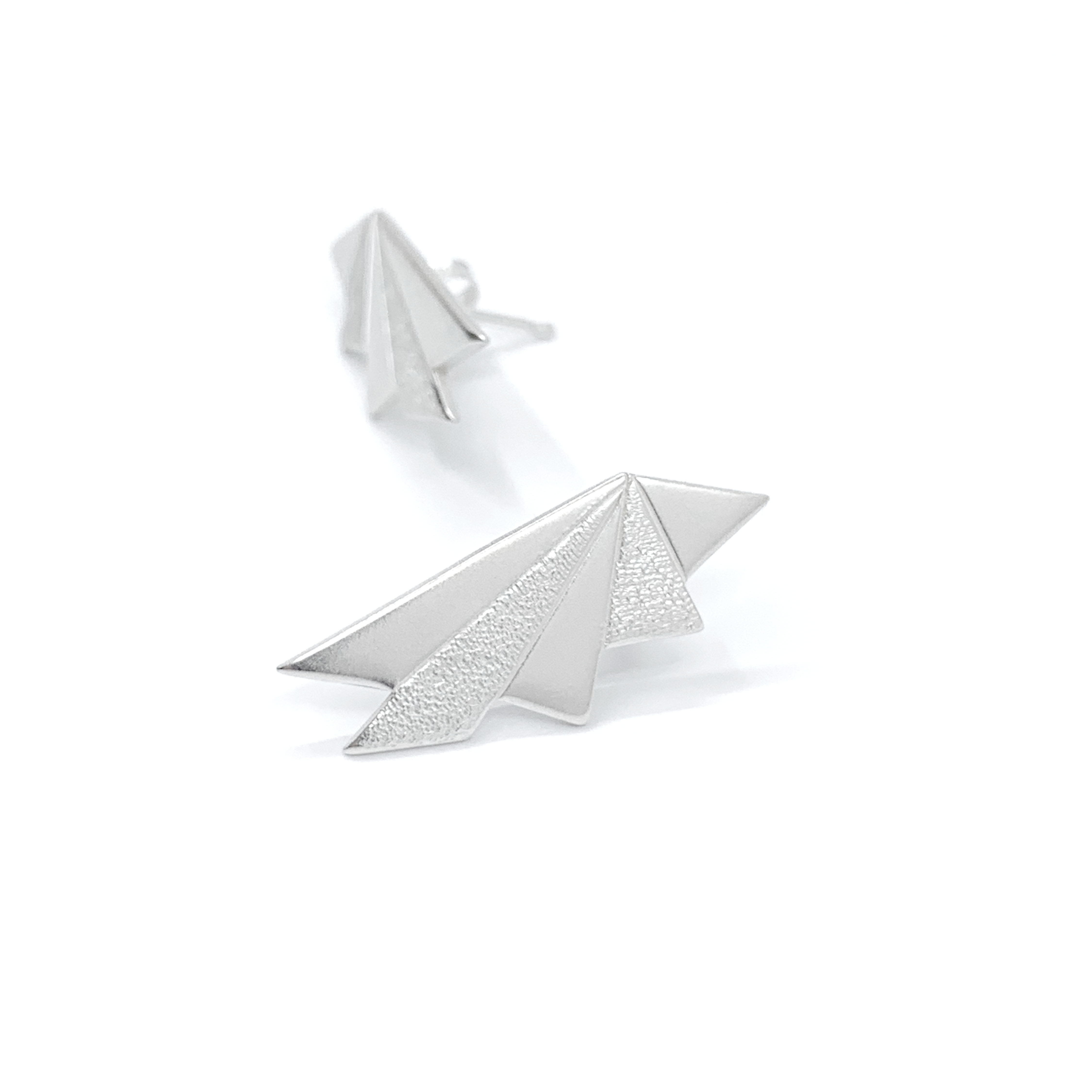 Contrasts silver studs