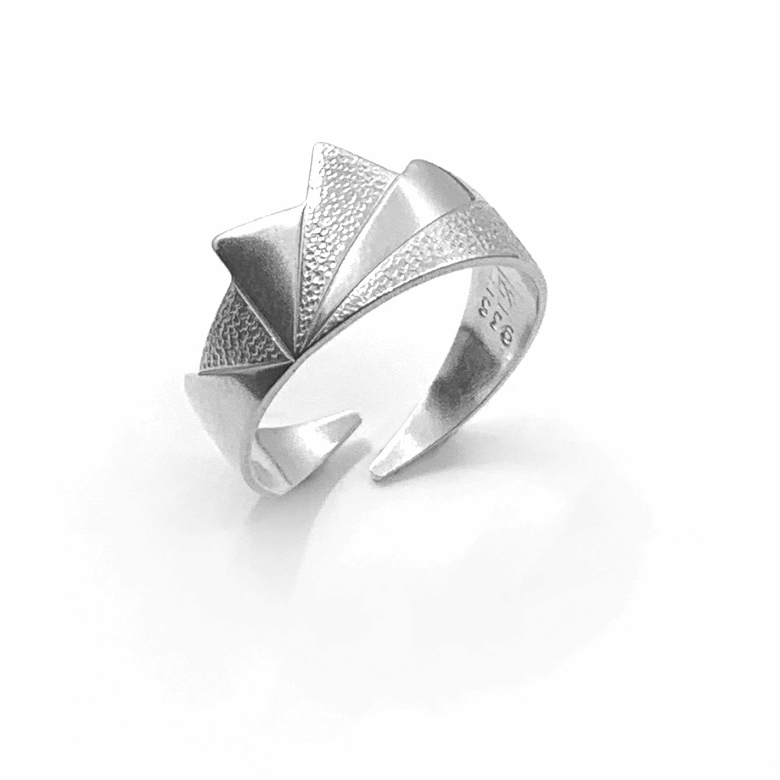 Contrasts 2 silver ring