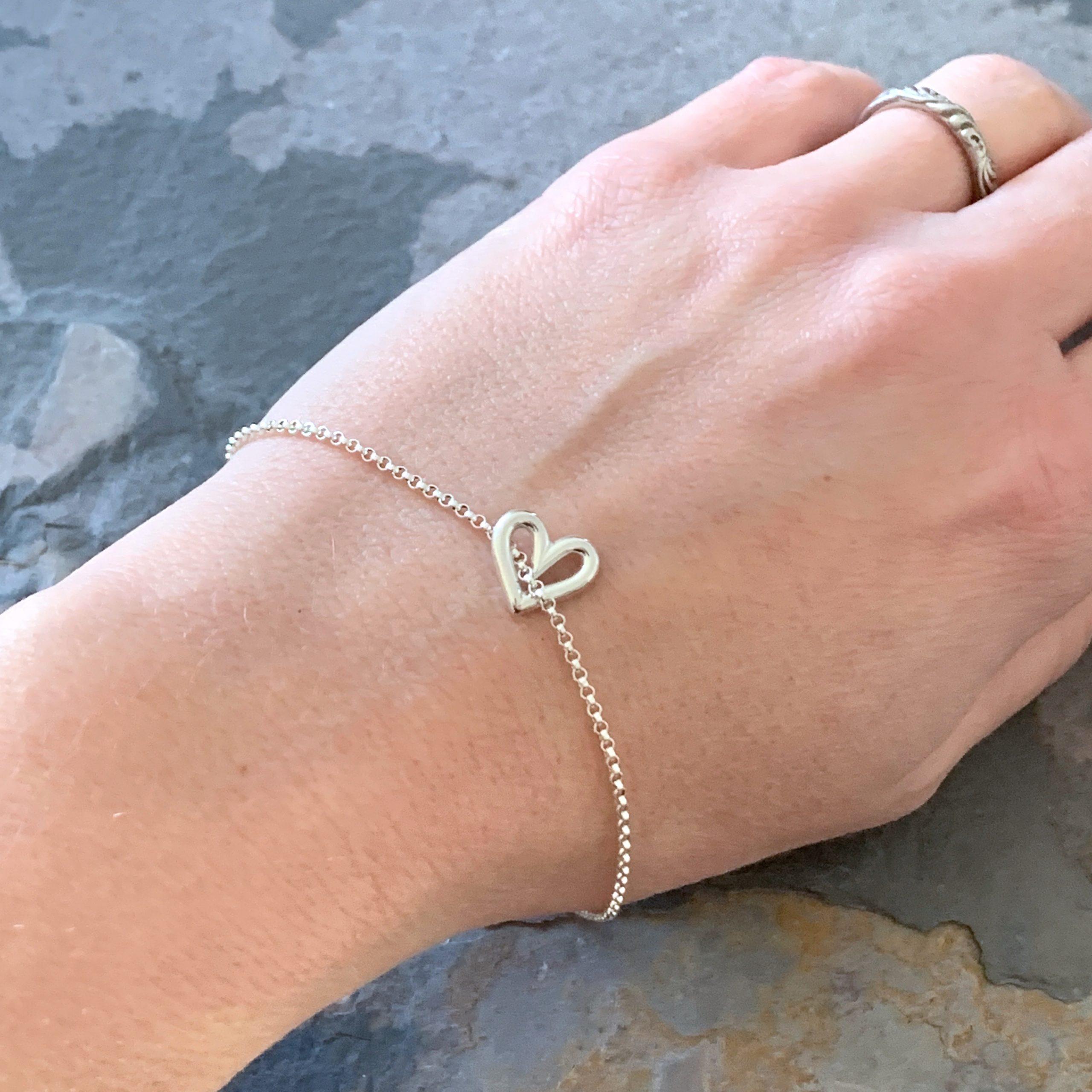 Heartbeats floating silver heart bracelet no1