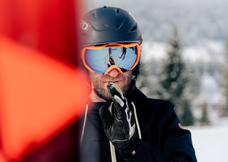 Skilehrer fokussiert
