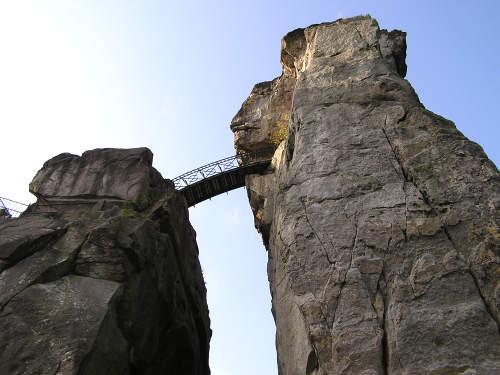 Brücke zwischen den Externsteinen