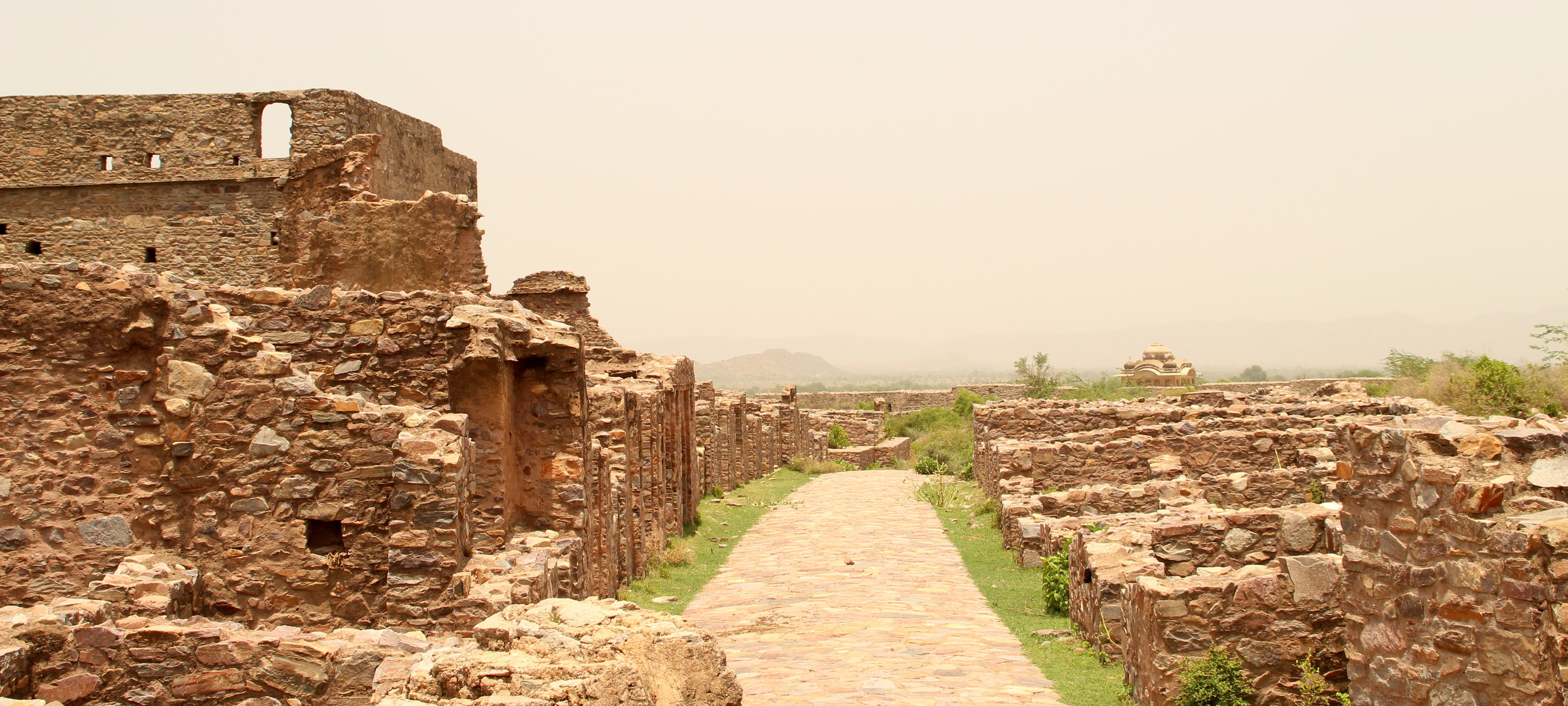 """The Bhangarh Fort Story Behind The Mystery Of The Most """"Haunted"""" Place In India"""