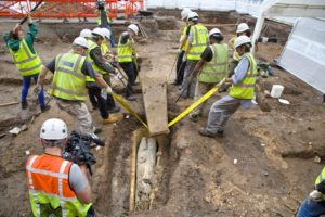 Mysterious lead coffin found buried just feet from the former grave of King. Archaeologists open the stone coffin at the Greyfriars archaeological dig ...