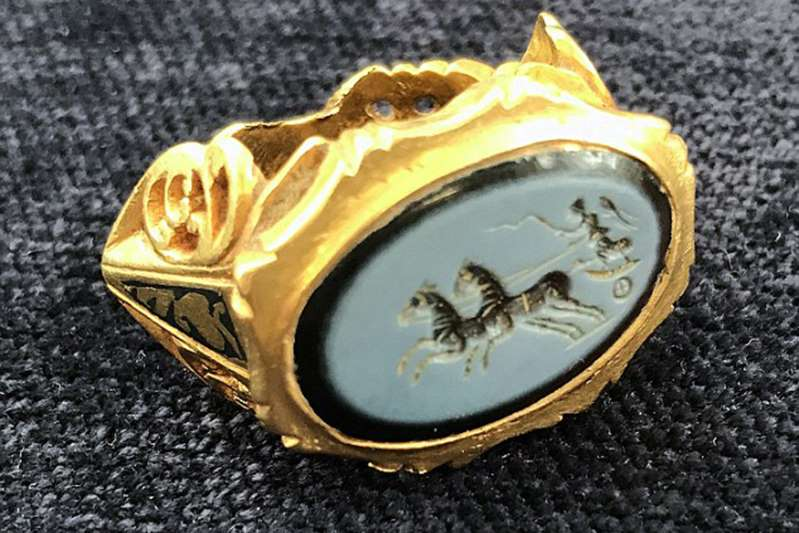Amateur treasure hunter, unearths a 1,800-year-old Roman signet Golden Ring