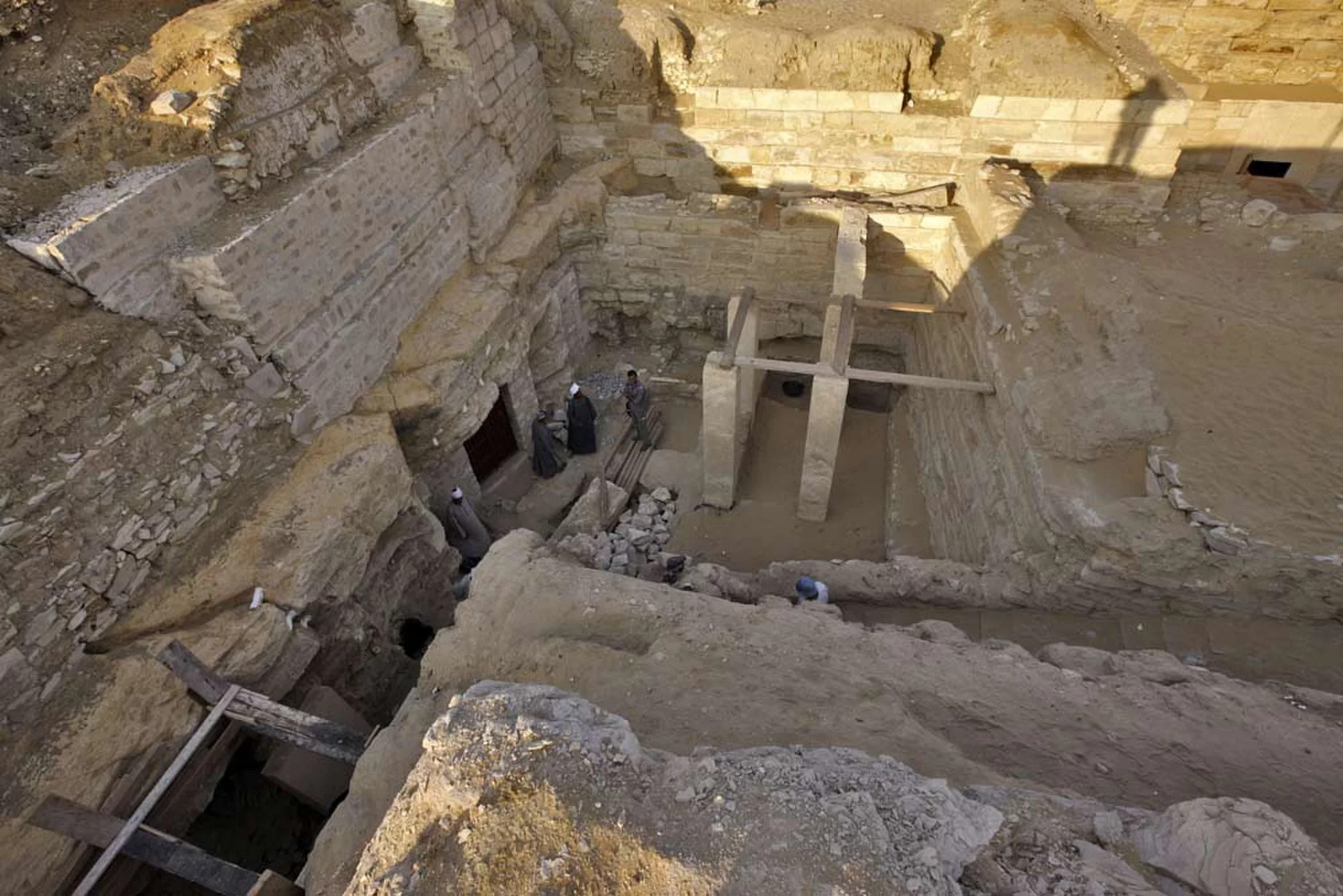 Scientists have unearthed the tomb of an ancient Egyptian princess, Sheretnebty, and four surrounding tombs of high officials, all in a court in Abusir South, south of Cairo.