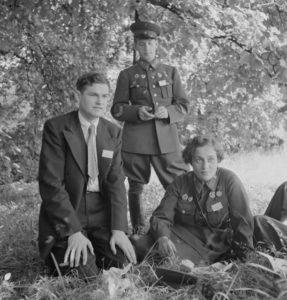Pavlichenko in the US with two other delegates, 1942