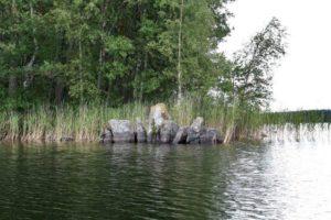 Lake Kuolimojarvi, large stone eroded.