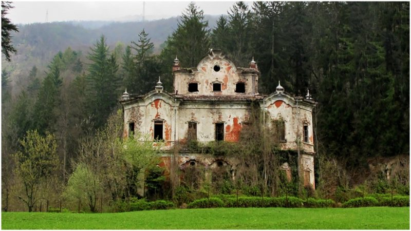 The Most Haunted Villa of Italy: The Red House (Villa de Vecchi)