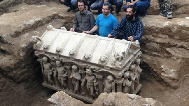 Ancient Roman sarcophagus found at London building site