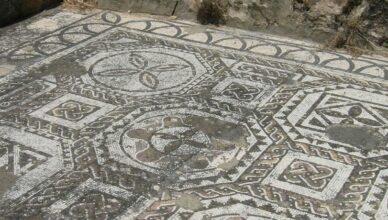 Metal detectorist discovers a huge Roman villa
