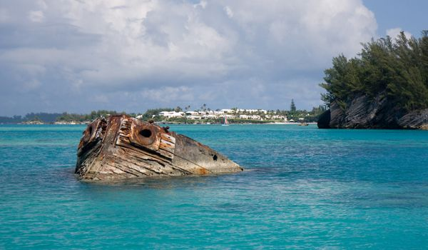 Missing Bermuda Triangle shipwreck found near the coast of St. Augustine, Florida. 100 years after it vanished mysteriously