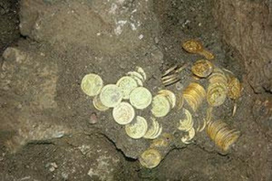 Hoard Of Hundreds Of Antique Gold Coins Uncovered In Walls Around Jerusalem National Park