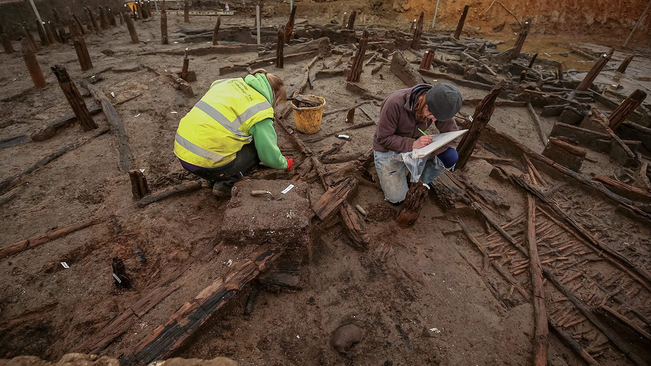 Archaeologists find 3,000 year old Bronze Age homes intact in UK