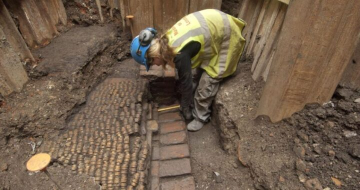 Secret passage discovered under stage at Shakespeare's theatre