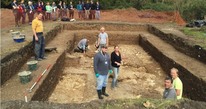 Experts find '6,000-year-old eco-home near Stonehenge