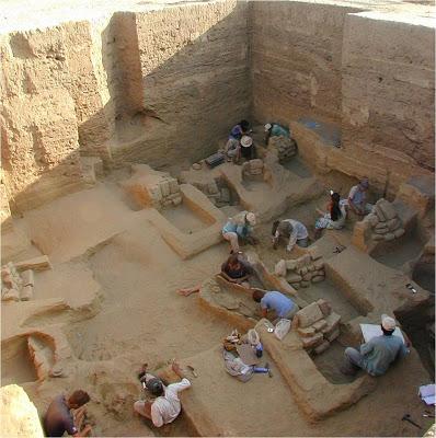 Peru archaeologists find hall for human sacrifice