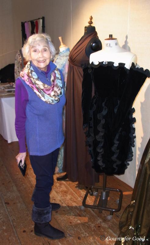 exhibition Laughton theatre costumes play evening wear evening dresses gowns accessories théatre costumes robes de soirée accessoires Jas Dean