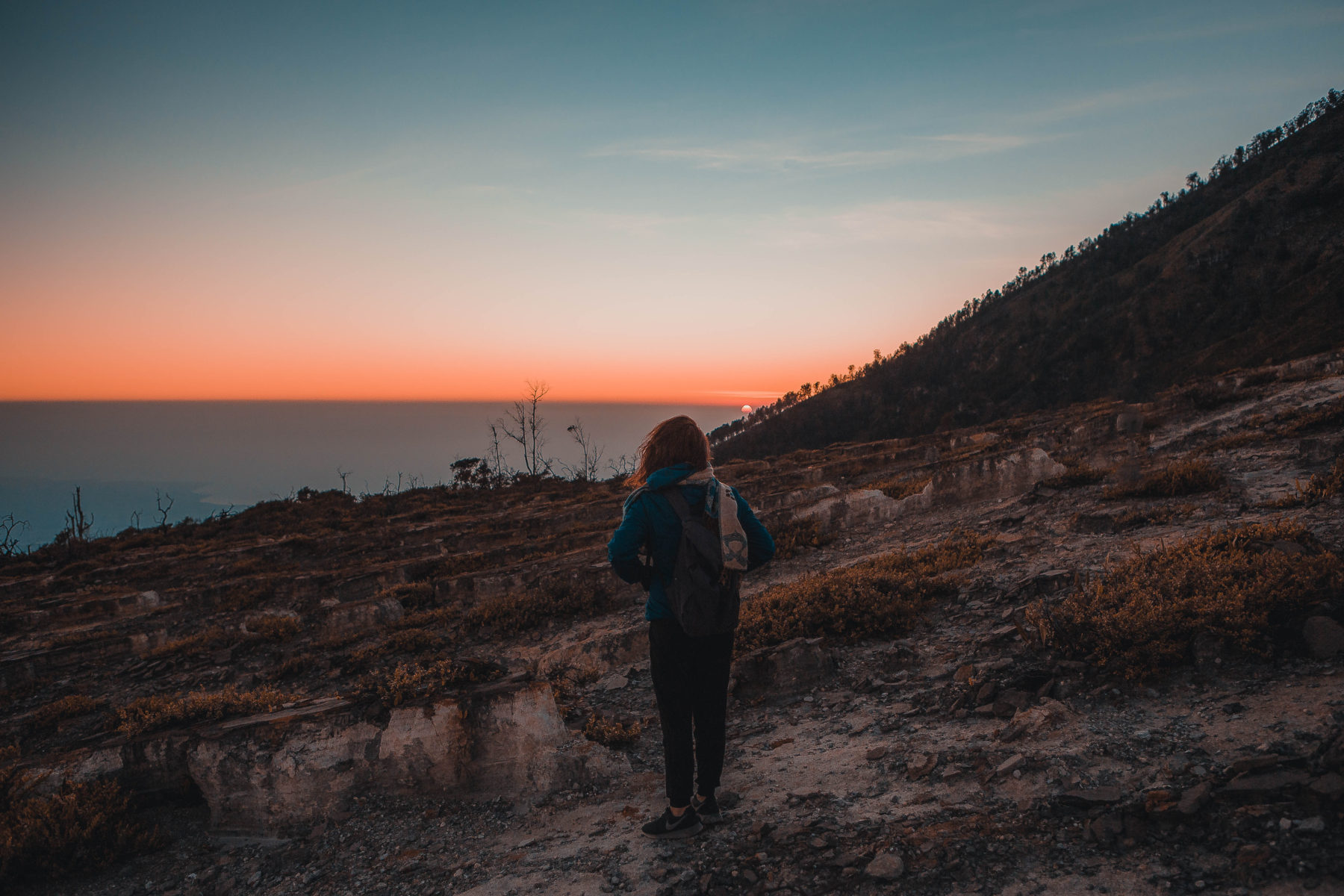 kawah ijen east java sulphur crater lake sunrise hike up blue lagoon sunrise