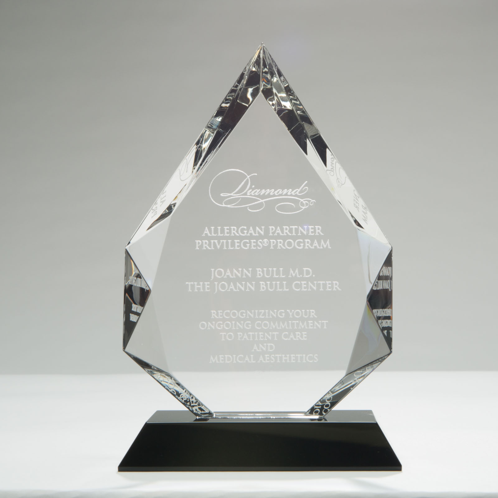 Woltman-Custom-Crystal-Awards_Crystal-Diamond-On-Black-Pedestal-Base