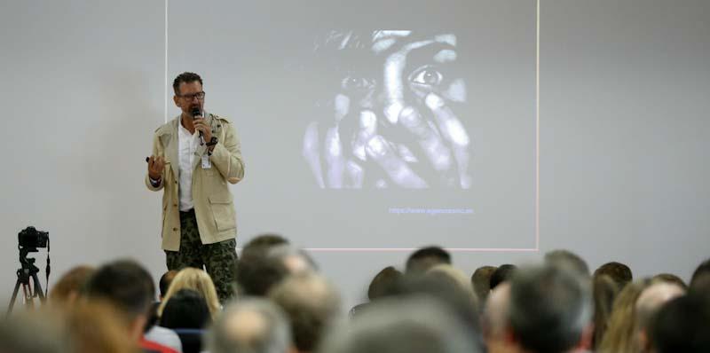 charla de julio de la iglesia en PSA España