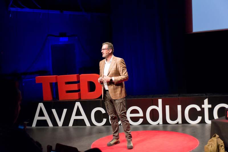 julio de la iglesia durante su ponencia en TEDx Segovia 3