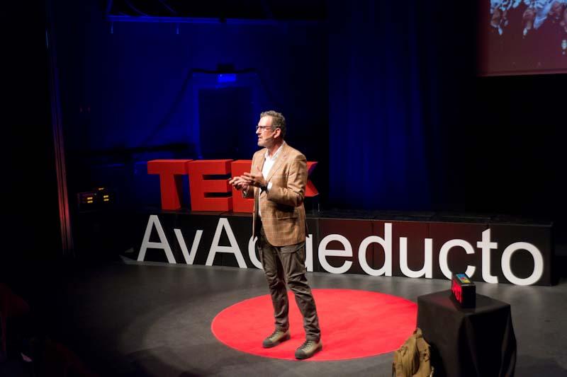 julio de la iglesia durante su ponencia en TEDx Segovia 4