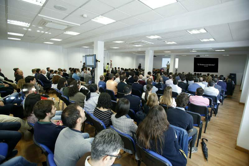 los empleados de PSA España en la charla sobre la gestion del miedo de julio de la iglesia