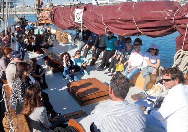 Charla de Julio de la Iglesia a bordo de un velero noruego en Valencia