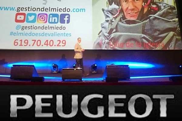 charla-de-julio-de-la-iglesia-en-Peugeot-España