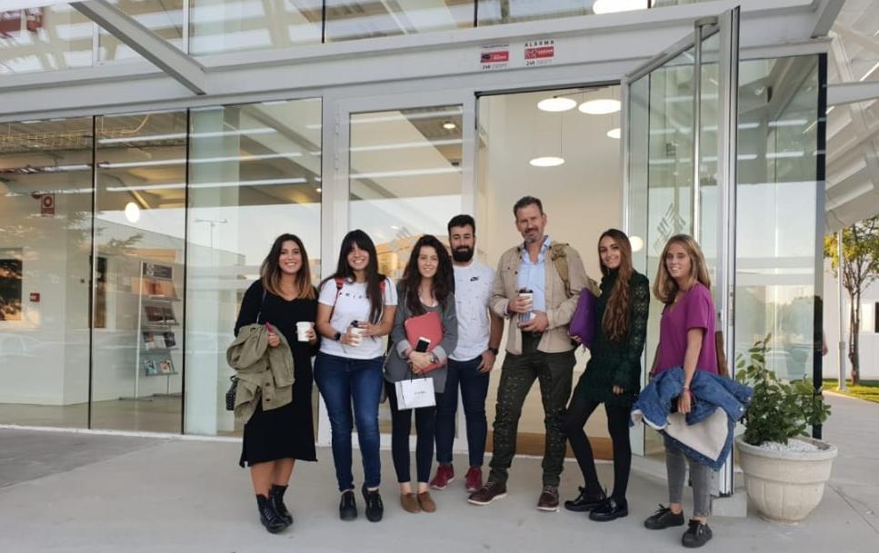 Julio de la Iglesia con alumnos de Periodismo de la Universidad Francisco de Vitoria