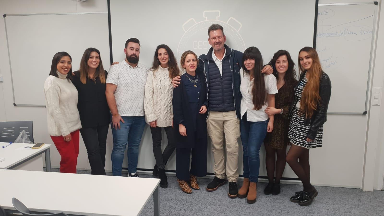 Julio de la Iglesia con alumnos de la Universidad Francisco de Vitoria