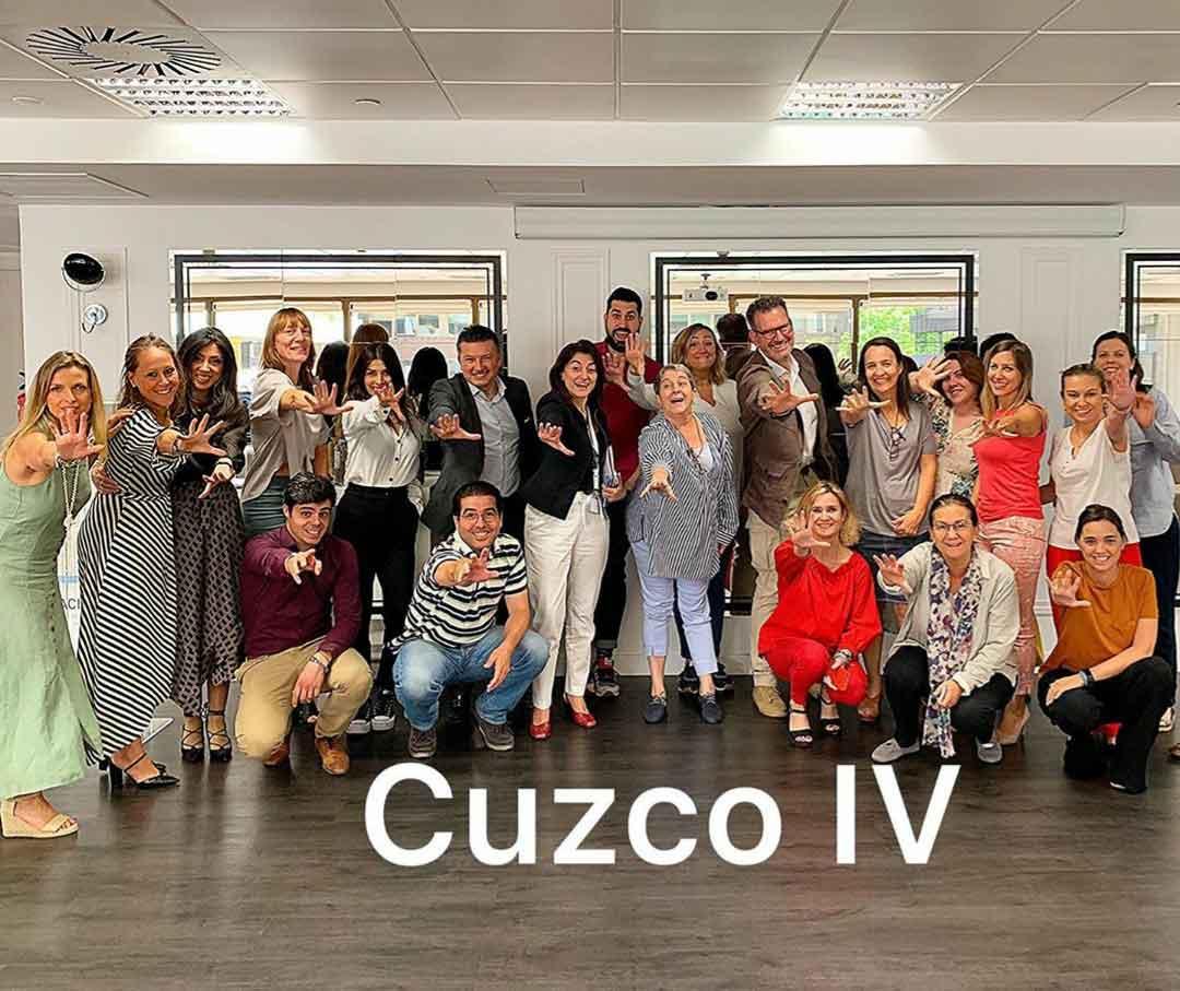 Julio de la Iglesia junto a los asistentes de su conferencia en Edificio Cuzco IV