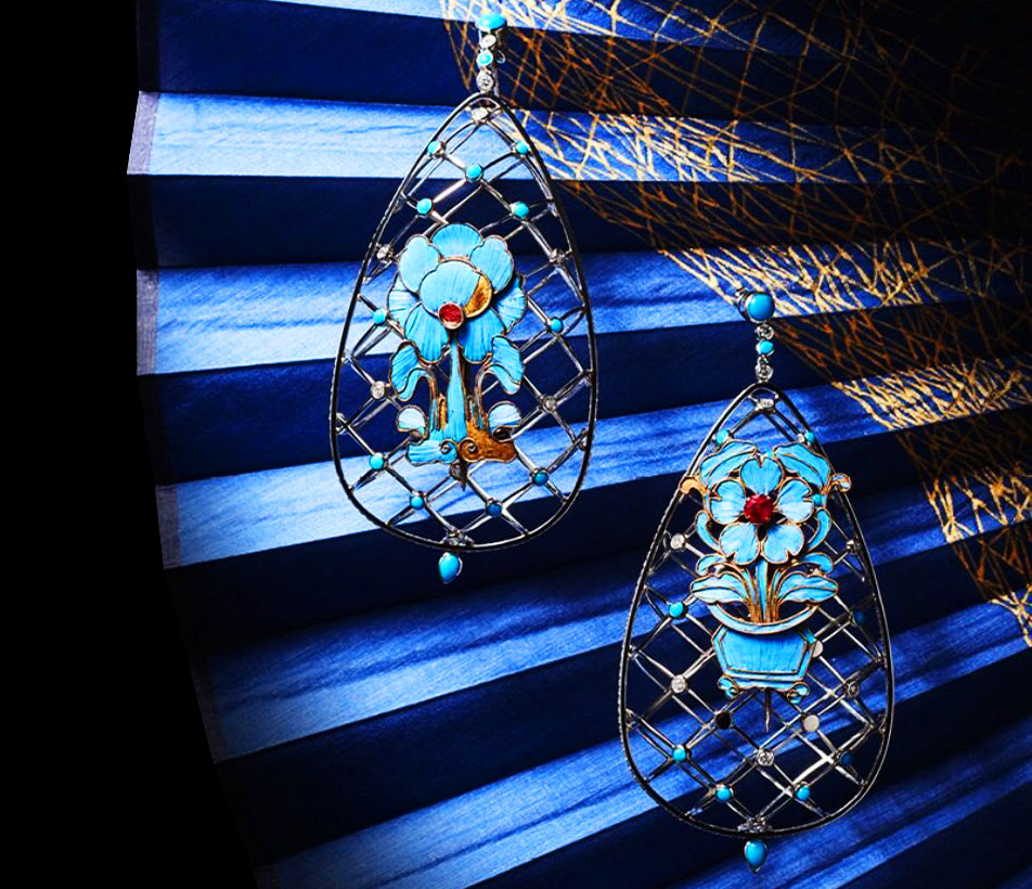 Fei Liu bespoke Kingfisher Earrings. Winner of the The International Platinum Jewellery Design Lonmin Innovation Award.