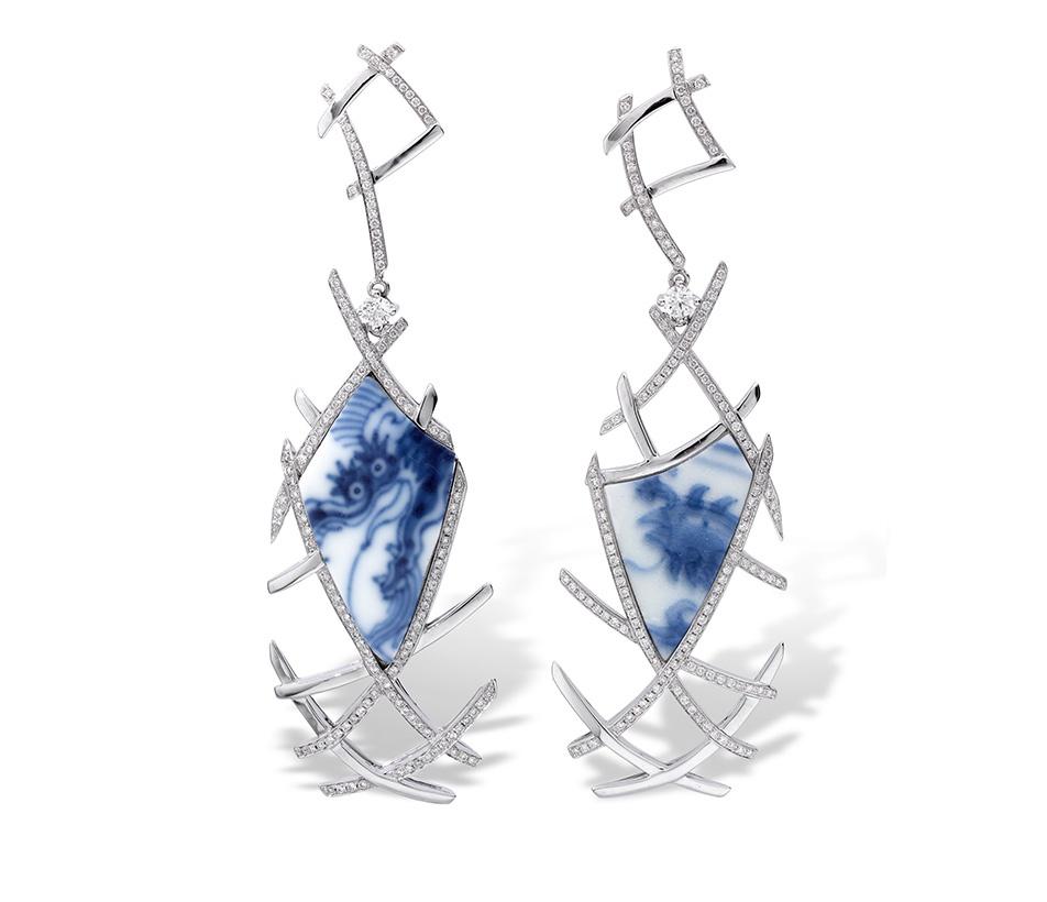 Fei Liu bespoke Aeon Earrings in platinum. Winner of The International Platinum Jewellery Design Lonmin Innovation Award.