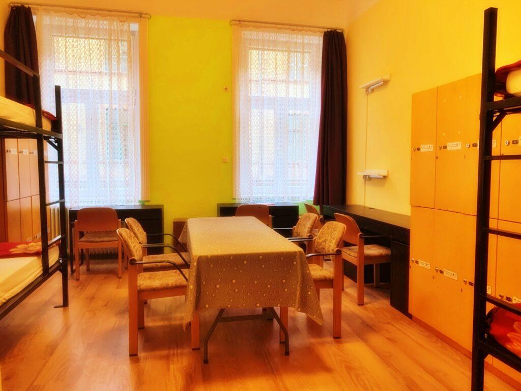 Room 143 (quadruple)